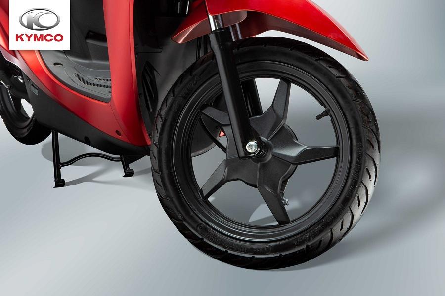 Xe được trang bị lốp xe không săm có kích thước 14inch